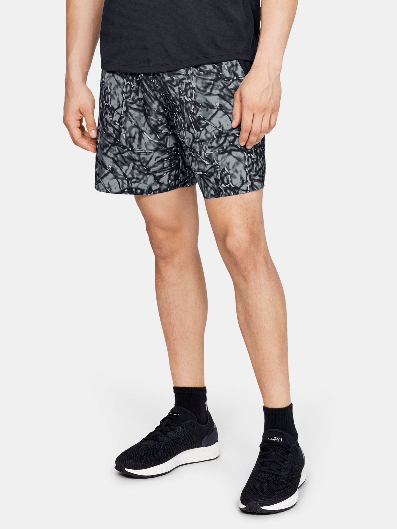 Kraťasy Under Armour LAUNCH SW 7'' PRINTED SHORT-BLK (1)