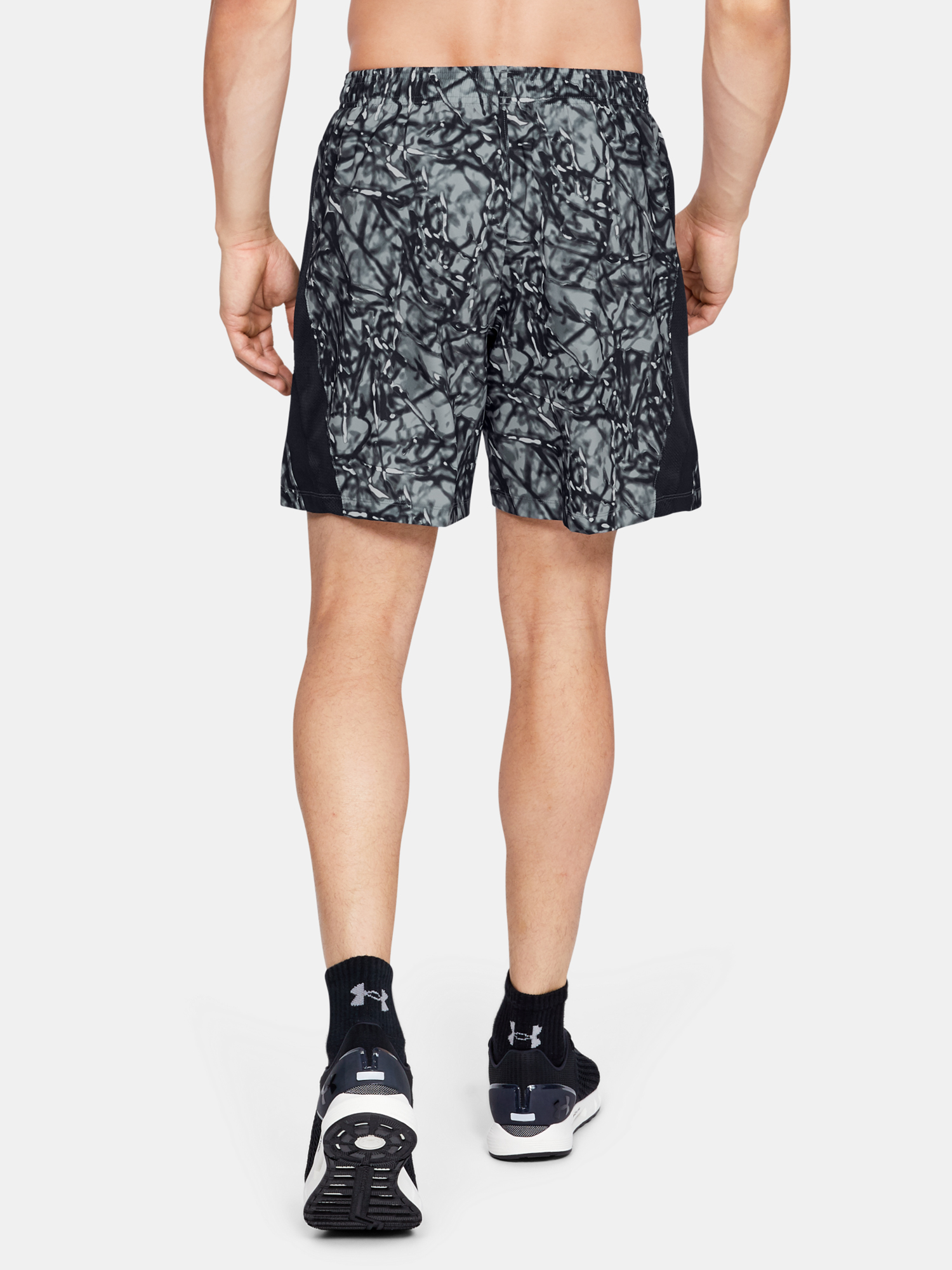 Kraťasy Under Armour LAUNCH SW 7'' PRINTED SHORT-BLK (2)
